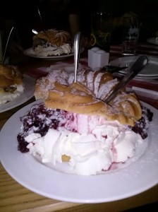 Sauerkirsch-Windbeutel