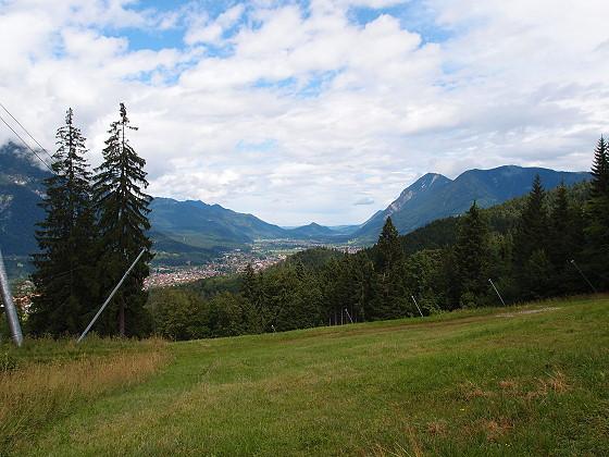Blick auf Garmisch Richtung Farchant - Rechts der Wank