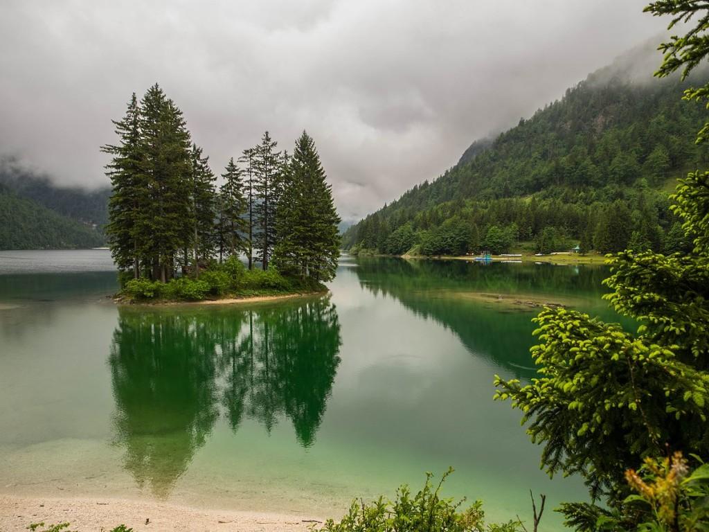 Insel im Lago del Predil