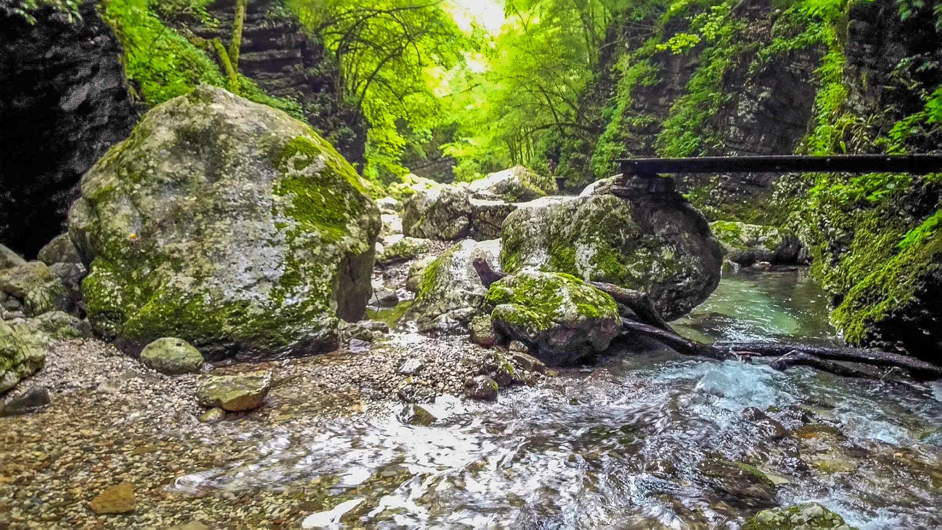 Am Kozjak-Wasserfall