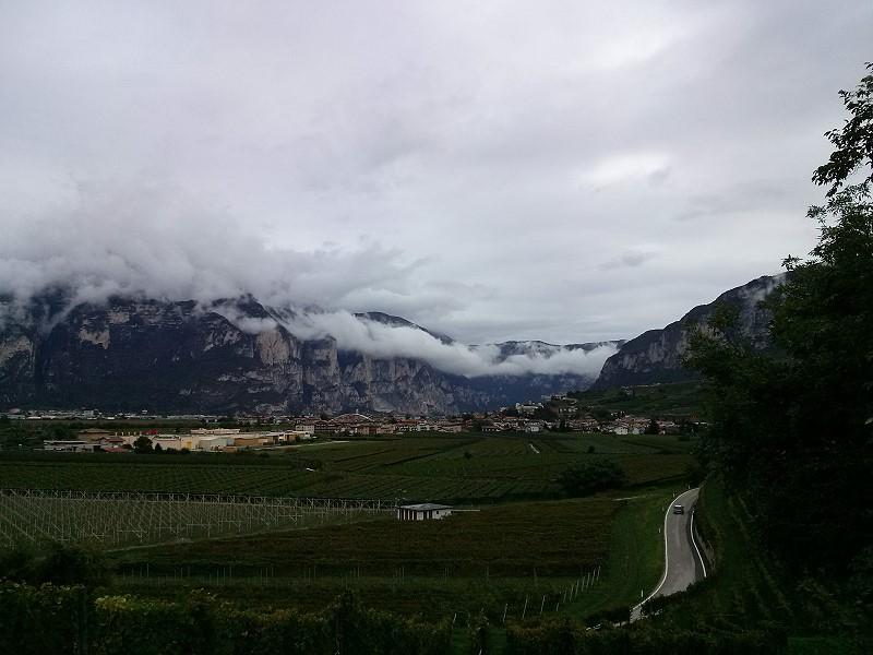 Tiefhängende Wolken auf der Fahrt nach Rasen-Antholz