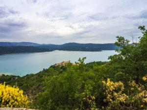 Blick über den Lac-de-Sainte-Croix bei Sainte-Croix-du-Verdon