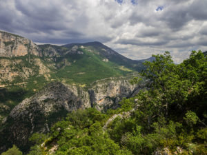 Blick in die Umgebung am Col d'Illoire