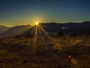 Sonnenuntergang am Wohnmobilstellplatz Dovena