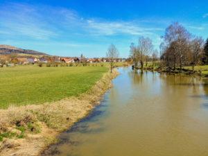 Die Wörnitz mit Blick auf Gerolfingen