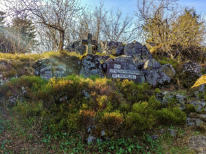 Totengedenkstätte des Rhöklubs auf dem Heidelstein