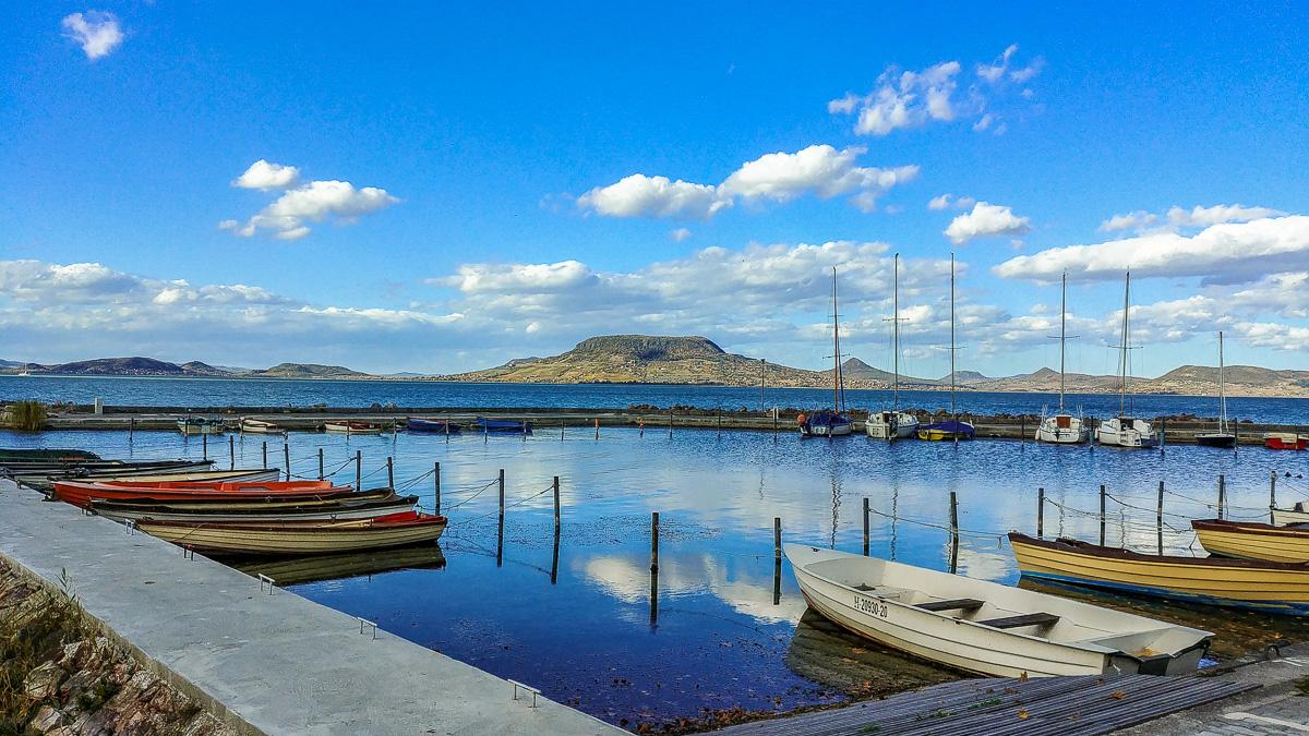 Hafen in Fonyod mit Blick auf den Badacsony