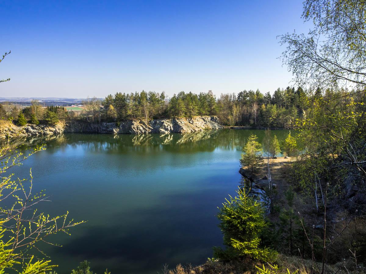 Blick in den Steinbruch am Naturlehrpfad Haidberg