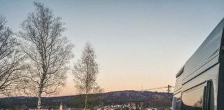 Wohnmobilstellplatz Zell im Fichtelgebirge mit Blick auf den Waldstein