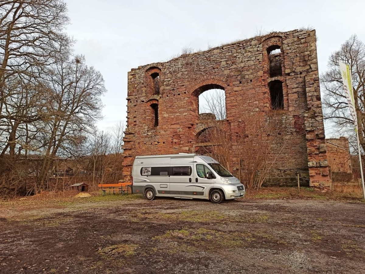Tour mit dem Wohnmobil während Corona - Parkplatz Ruine Aura