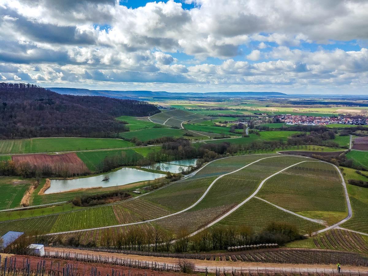 Blick auf Oberschwarzach bis zum Schwanberg