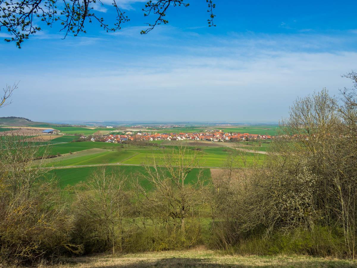 Aussicht an der Hans-Därr-Ruh auf Nenzenheim